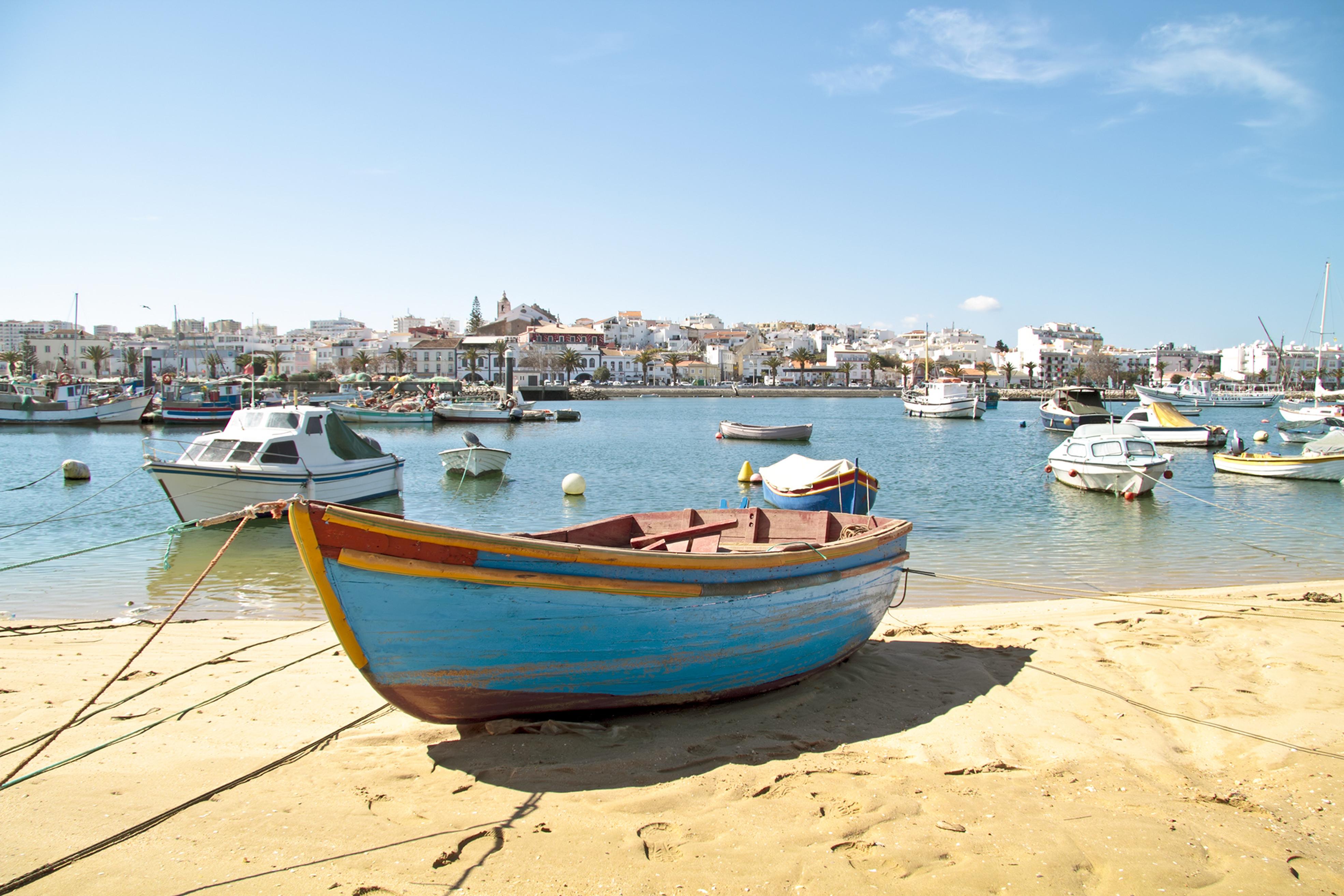 000ee8_portugal_algarve_Lagos-harbour-114408c4c687d74030366a2aa24566cc