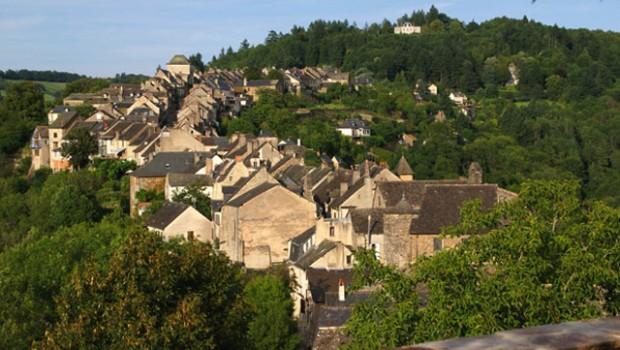 Najac, a village built along a rocky ridge. Photo: Les Plus Beaux Villages de France.