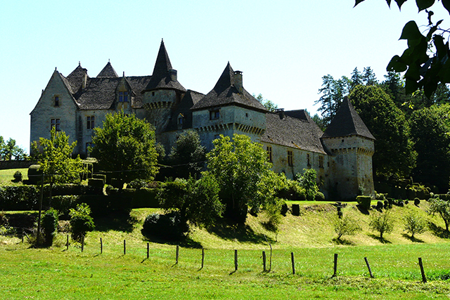 The watchful abbey of Saint-Amand-de-Coly. Photo: Père Igor / Flickr.