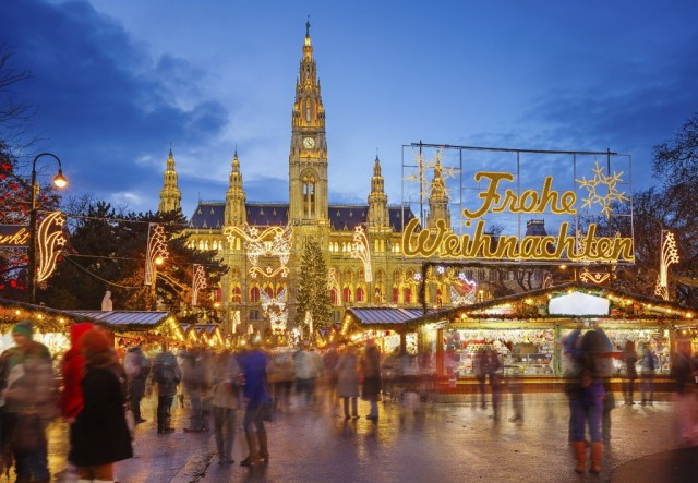 000d3c_austria_Rathaus-and-Christma-g