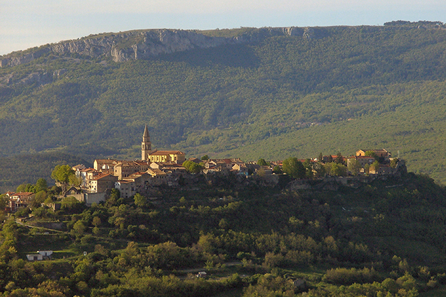Buzet Photo - Chris - Wikimedia