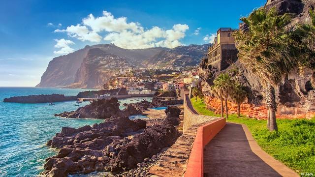 Promenade walk into Camara de Lobos, Madeira