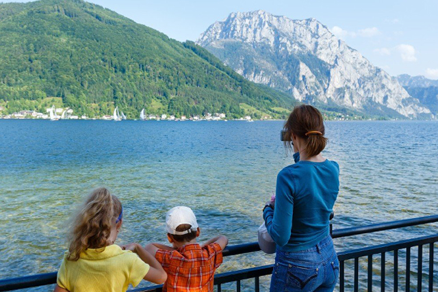Austria family (C) wildman | AdobeStock