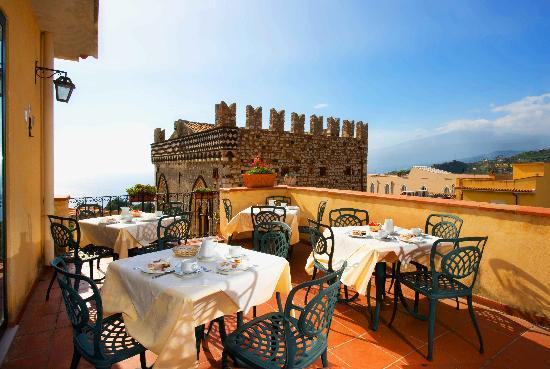 Breakfast of the terrace of the Hotel del Corsa