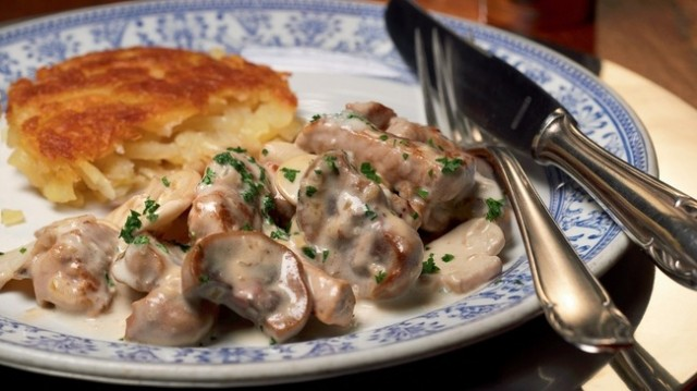 Delicious Zürcher Geschnetzeltes - veal, sliced into small strips, sliced mushrooms and cream